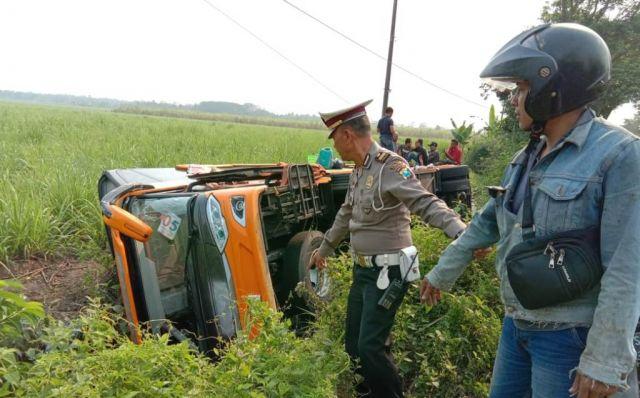 Rombongan Study Tour SMAN 02 Genteng Banyuwangi Kecelakaan di Lumajang