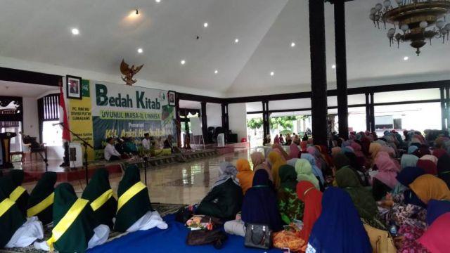 Cak Thoriq Buka Bedah Kitab Uyunul Masa-il Linnisa RMI NU Divisi Putri