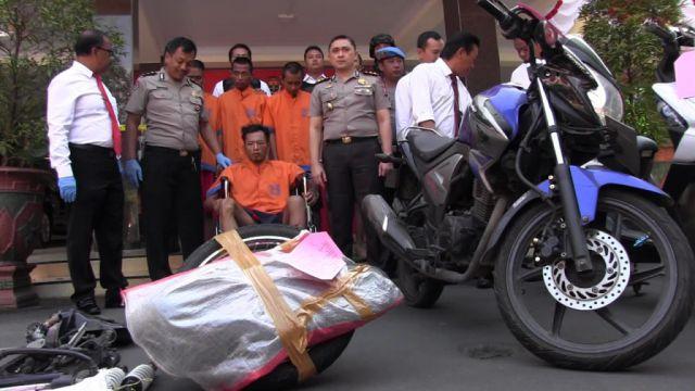 Polres Lumajang Tembak Kaki Buronan Begal Sadis Tukang Bacok