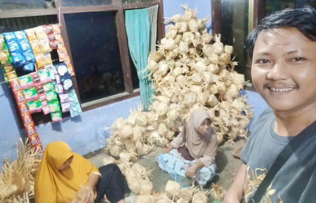 Emak-emak PKH Ranuyoso Buat Besek Bambu Pengganti Bungkus Plastik