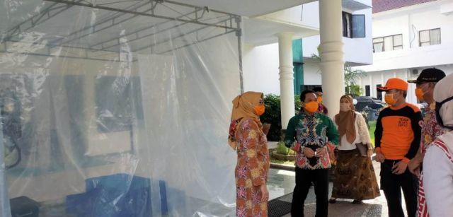 Pemkab Lumajang Pasang Bilik Semprot Disinfektan Cegah Corona