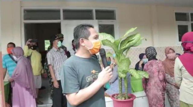 Cak Thoriq Pantau Penyaluran Bantuan KKS di Desa Bodang Lumajang