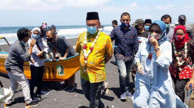 Gerakan Wisata BISA Ajak Warga Jaga Kebersihan Watu Pecak Lumajang