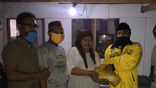 Relawan Lumajang H.M Nur Purnamasidi DPR RI Golkar Salurkan Sembako