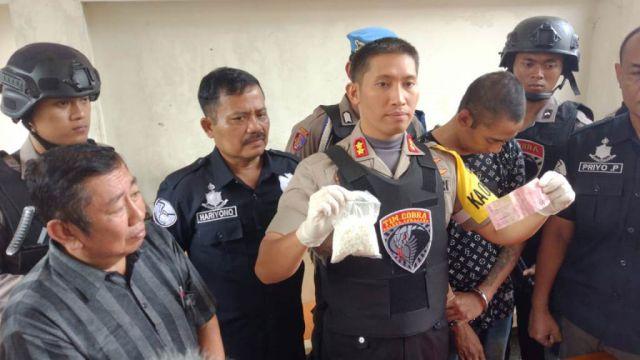 Bisnis Haram Untung Besar Menjual Pil Koplo di Lumajang