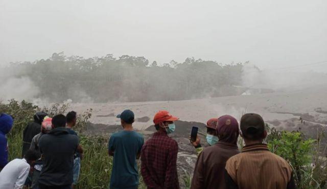 Bahaya Skunder Letusan Semeru di Aliran Lahar Hulu Hingga Hilir