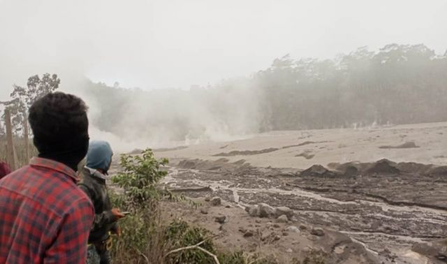 Meterial Letusan Semeru Penuhi Aliran Lahar Curah Kobokan Lumajang