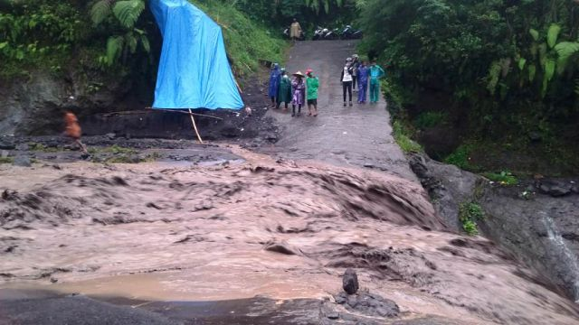 Jalur Alternatif Curah Kobokan Lumajang-Pronojiwo Juga Putus Akibat Lahar