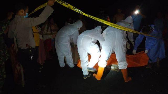 Warga Geger Temukan Mayat Tanpa Identitas di Pantai Dampar Lumajang