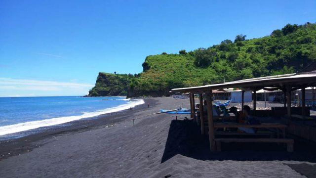 Pantai Dampar Wisata Menawan dengan Akses Jalan Rusak dan Sulit Sinyal
