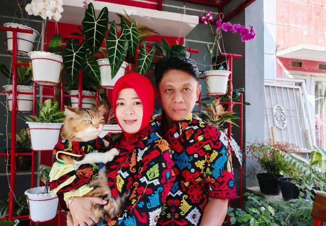 Devi Suka Mendandani Kucing Bak Boneka, Hingga Miliki Berbagai Koleksi Baju Kucing