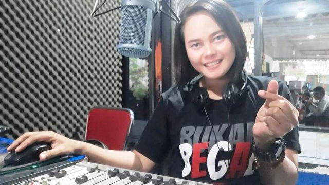 Diah Ayu Penyiar Cantik Radio Ge FM Madiun Suka Kaos Bukan Begal