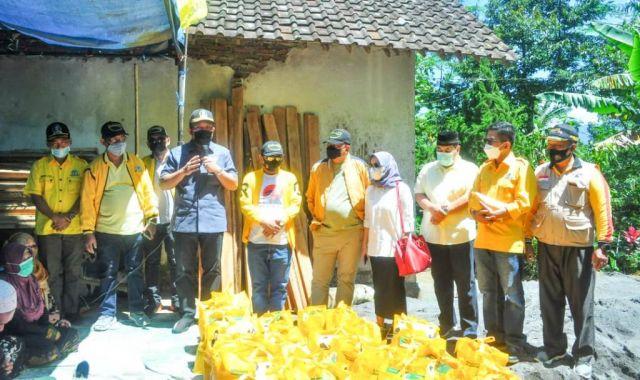 DPD Golkar Jatim Bantu Korban Gempa di Desa Oro Oro Ombo Lumajang