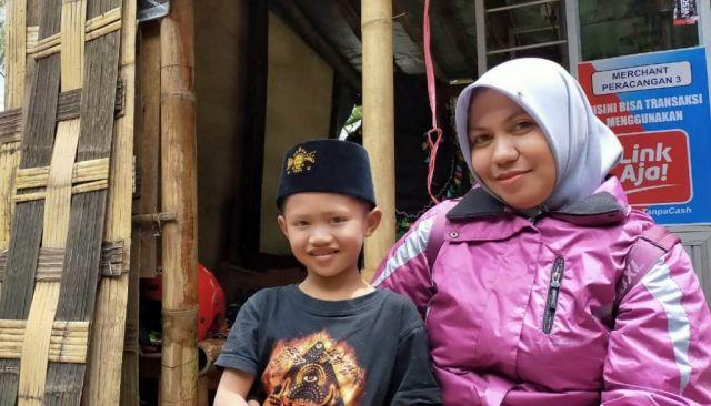Erma Guru Tangguh Tembus Hutan TNBTS Mengajar di Ranu Pani Lumajang