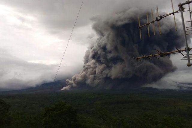 Gunung Semeru Lumajang Kembeli Semburkan Abu Vulkanik