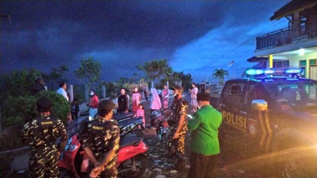 Polsek Candipuro Lumajang Patroli Antisipasi Dampak Erupsi Semeru