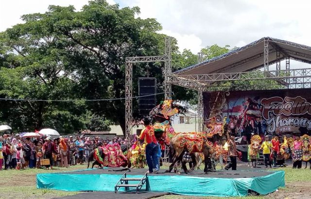 Festival Jharan Kencak Hipnotis Masyarakat Lumajang
