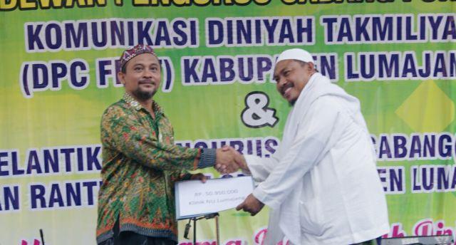 FKDT Serahkan Bantuan 50 Juta Untuk Klinik NU Lumajang