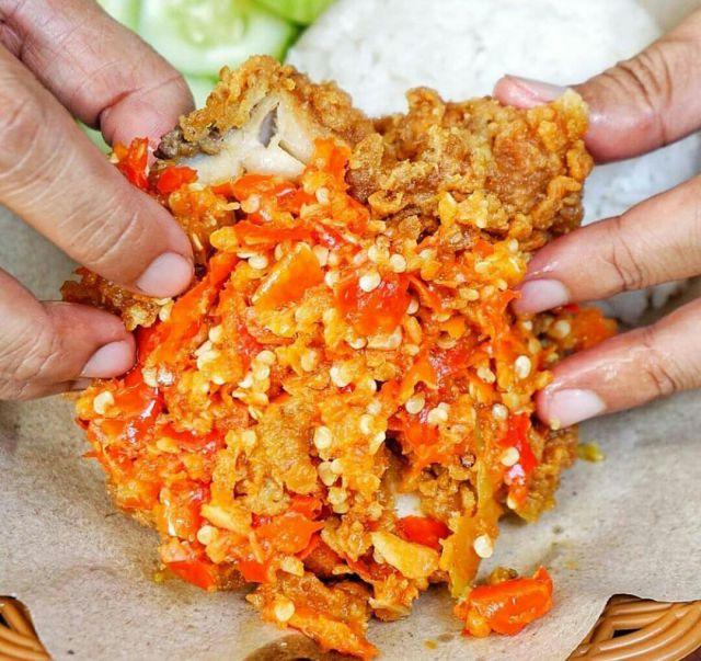 Sensasi Pedas dan Gurih di Ayam Geprek CikCok