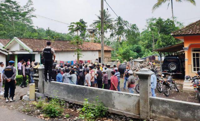 Cari Sapi Hilang, Kapolres Arsal Sahban Geledah Kandang 2 Desa di Ranuyoso