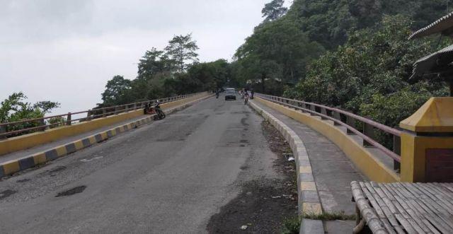 Gunung Semeru Erupsi Jalur Lalu Lintas Lumajang - Malang Lancar
