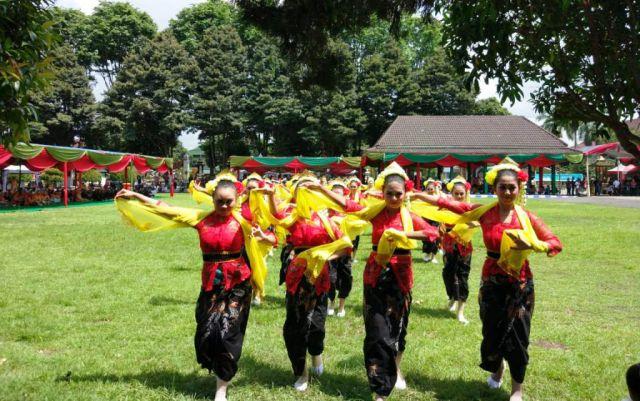 Para Penari Cantik Godril Lumajangan di Puncak Harjalu ke-763 Tahun