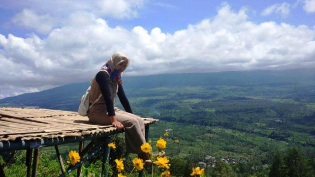 Gunung Wayang Sangat Instagramable Banyak Diminati Cewek Cantik