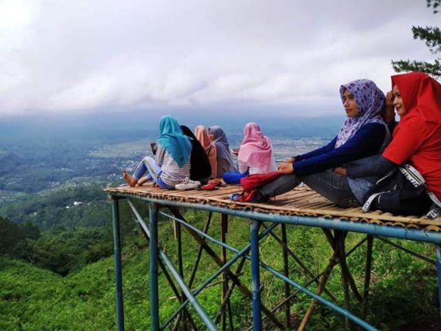 Gunung Wayang Lumajang Makin Viral Dikunjungi Ratusan Anak Millenial
