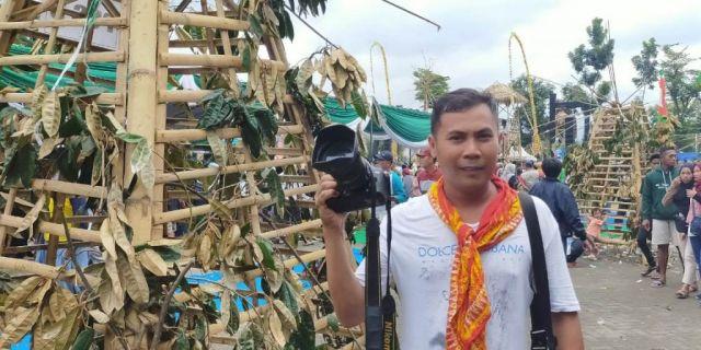 Para Fotografer Kecewa Tak Dapat Moment Berebut Serbu Durian Lumajang