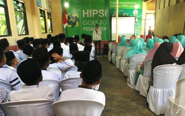 Goes To Pesantren, HIPSI Lumajang Latih Santri Nurul Faroh Produksi Tahu