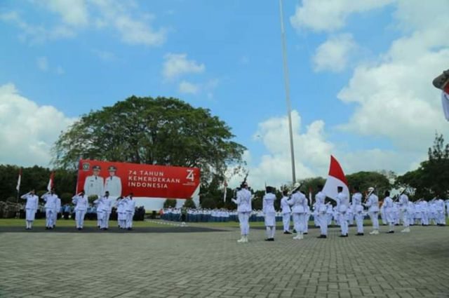 Tim Pelatih Deg-degan Saat Pengibaran Bendera HUT RI di Alun-alun Lumajang