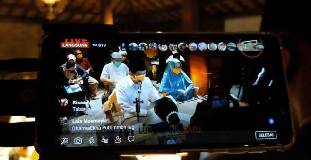 Cak Thoriq dan Bunda Indah Jagong Bareng Online Sapa Warga Lumajang