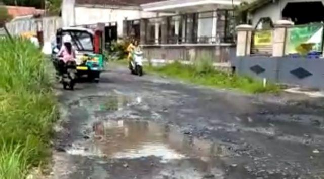 Warga Jarit Lumajang Bahagia Truck Pasir Tak Lewat Jalan Desa