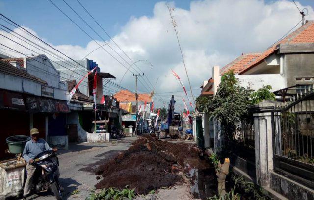 Rusak Parah, Jalan Desa Jarit Mulai Dilakukan Perbaikan