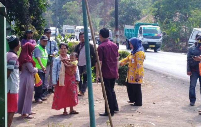 Pegawai Kecamatan Kedungjajang Sosialisasi Pelebaran Jalan Nasional
