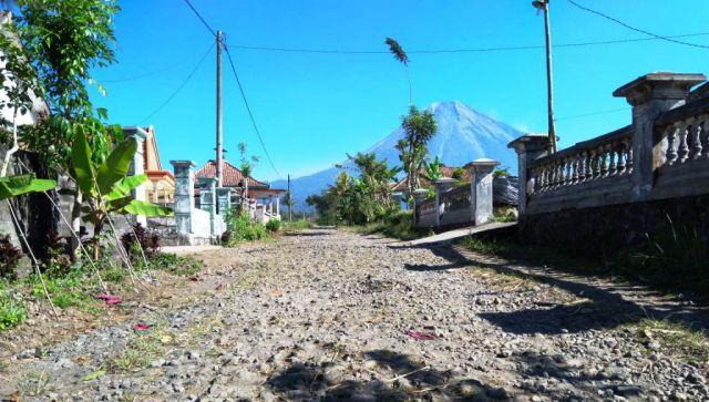Jalur Evakuasi Erupsi Gunung Semeru di Pronojiwo Rusak Parah