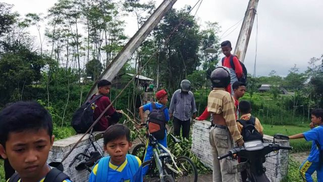 Jembatan Gantung Dawuhan Lor-Kebonagung Ambruk
