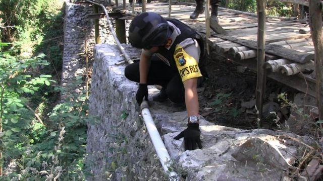Tim Cobra Temukan Jembatan Baru Selesai Dibangun Sudah Rusak