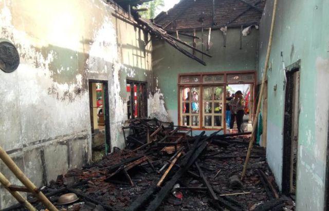 Rumah Jum Ranuyoso Lumajang Habis Dilalap Si Jago Merah