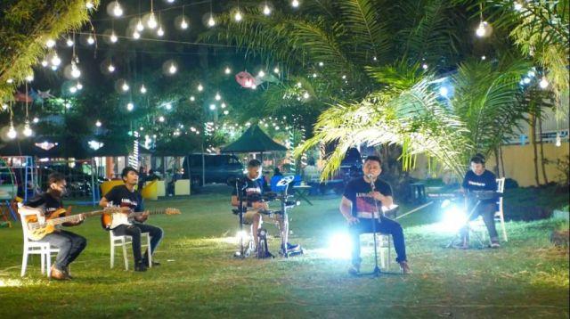 Video Klip MYT, Personil KaBe Pakai Kaos Kita Lumajang