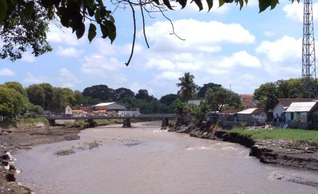 Banjir Kali Asem Semakin Mendekati Permukiman Warga