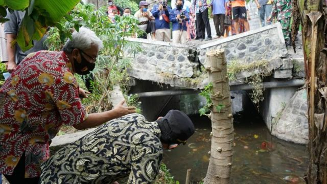 Cak Thoriq Lihat Jembatan Kalibendo Jebol Akibat Truck Pasir Lumajang