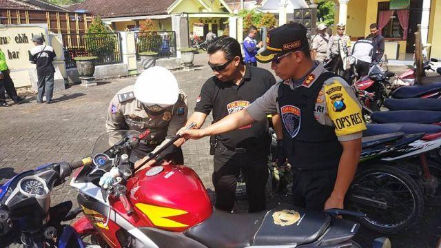 Tim Cobra Lumajang Amankan Honda CBR di Kalidilem Diduga Hasil Kejahatan