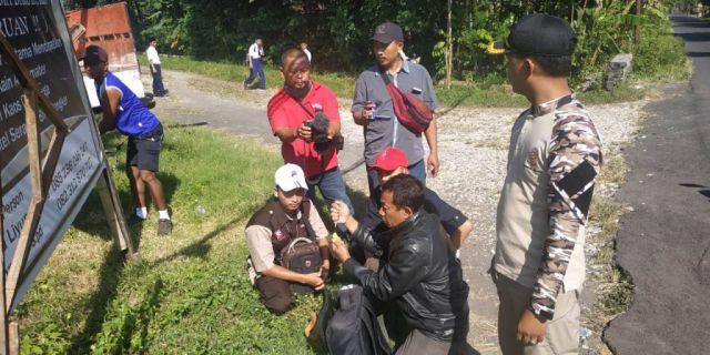 Kera Liar Gigit dan Cakar Anak-anak di Selokgondang