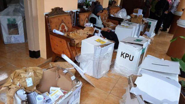 Puluhan Kotak dan Ratusan Surat Suara di Lumajang Rusak Akibat Hujan