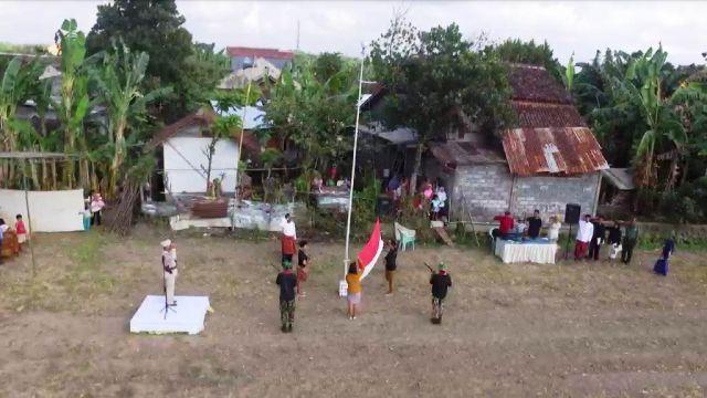 Warga Labruk Kidul Upacara HUT RI ke-74 di Tengah Sawah