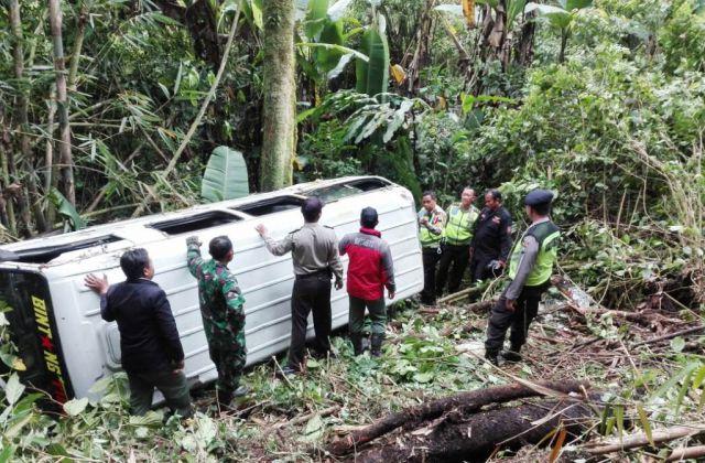 Ini Penyebab dan Kronologi Kecelakaan Mini Bus Masuk Jurang di Ireng-ireng TNBTS