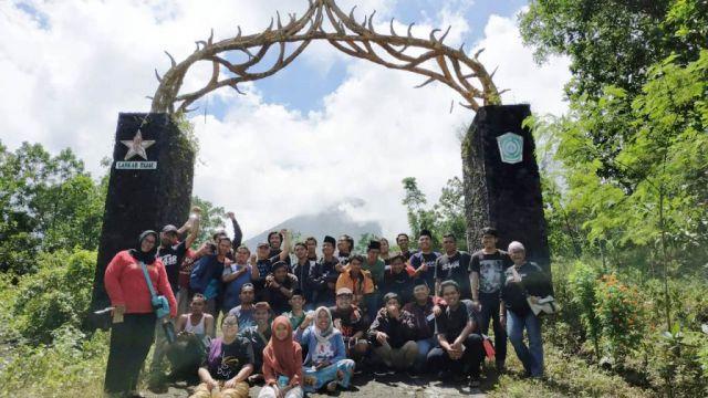 Gusdurian se-Jatim Tandur Pohon dan Diskusi Gunung Lemongan