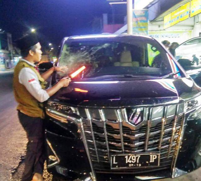 Mobil Alphard Korban Pelemparan Batu di Jalan Klakah Bodong