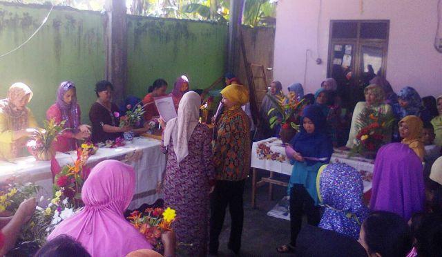 Lomba Rangkai Bunga dan Pasang Jilbab, Ramaikan Peringatan Hari Kartini